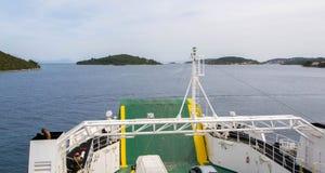 轮渡,它从Korcula海岛返回一个下午 免版税库存照片