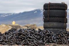 轮胎和工业链子 免版税库存图片