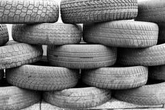 轮胎堆背景 免版税库存照片
