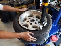 轮胎更换者 库存图片