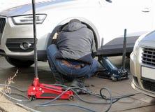 轮胎替换服务 图库摄影