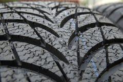 轮胎湿冬天 免版税库存图片