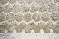 轮胎跟踪在混凝土的轮胎标记作为抽象纹理 图库摄影