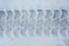 轮胎跟踪在混凝土的轮胎标记作为抽象纹理 免版税库存照片