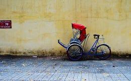 轮转人力车(出租机动三轮车)停车处在西贡 免版税图库摄影