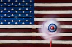 轮转焰火或陀螺在美国旗子前面 免版税库存图片