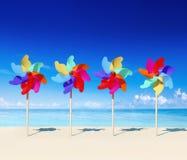 轮转焰火海滩天空沙子云彩明亮的概念 免版税库存照片