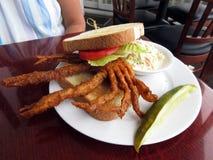 软壳立即可食螃蟹的三明治 免版税库存图片