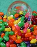 软心豆粒糖和玻璃瓶子 库存照片