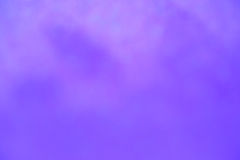 软的明亮和抽象被弄脏的紫色bokeh背景 库存例证