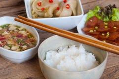 软的煮沸米用其他食物 库存照片