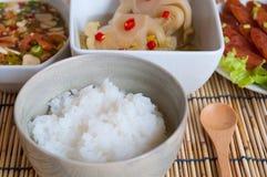 软的煮沸米用其他食物 免版税库存图片