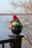 软的玩具,在帽子的乌龟 库存图片