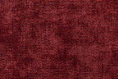 从软的纺织材料的深红背景 与自然纹理的织品 库存图片