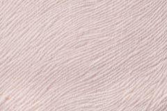 从软的纺织材料的轻的米黄背景 与自然纹理的织品 免版税图库摄影