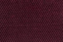 从软的羊毛状的织品特写镜头的黑暗的紫色背景 纺织品宏指令纹理  免版税库存图片