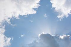 软的蓬松云彩和阳光 库存照片