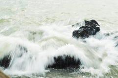 软的飞溅的波浪 免版税库存照片