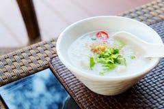 软糊状食物或煮沸的米用猪肉由泰国样式 免版税库存图片