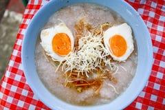 软糊状食物盐味的鸡蛋 库存图片