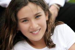软绵绵地微笑重点的女孩 免版税图库摄影