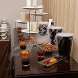 软饮料选择在宴会桌上的 库存图片