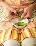 轰击新鲜的豌豆 图库摄影
