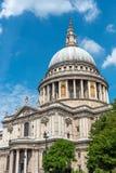轰烈的圣Pauls大教堂 免版税图库摄影