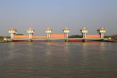 轰隆灌溉的pakong水坝 免版税库存图片