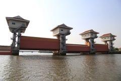 轰隆灌溉的pakong水坝 库存照片
