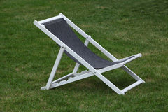 轻便折叠躺椅 免版税库存图片