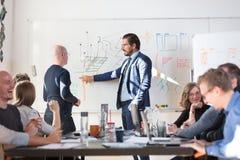 轻松的非正式IT交易起步公司队会议 免版税库存图片