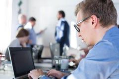 轻松的非正式IT交易起步公司队会议 免版税库存照片