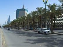 轻的交通Fahad Road国王清早在利雅得 库存照片