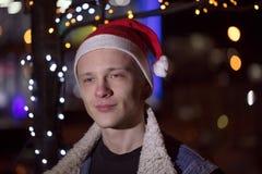 轻的假日圣诞节 快活的圣诞节 礼物、笑声和乐趣 新年好 库存图片