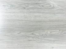 轻的白色洗涤了软的木纹理表面作为背景 难看的东西粉刷了被涂清漆的木板条桌样式上面 免版税库存照片