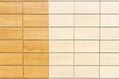 轻的米黄瓦片墙壁纹理背景 库存图片