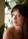 轻的自然俏丽的妇女年轻人 免版税库存图片