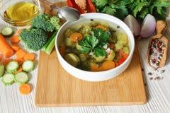 轻的蔬菜汤和成份 免版税库存照片