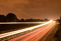轻的足迹由汽车车灯的数字形成了 库存图片