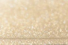 轻的金子黄色闪烁背景 免版税库存照片