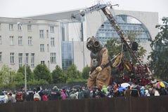 轻装潜水员柏林巨人木偶 免版税库存照片