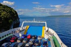 载汽车轮船在亚得里亚海 免版税库存图片