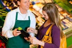 辅助界面超级市场妇女 库存图片