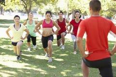 辅导员连续健身新兵训练所 免版税库存图片