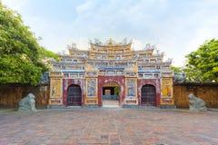 辉煌亭子门在城堡,颜色北京皇城  库存图片