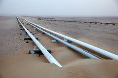 输油管在沙漠 图库摄影