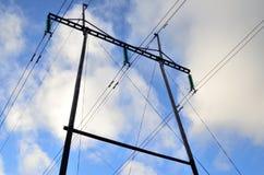 输电线和天空 库存图片