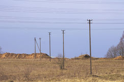 输电线和杆 免版税图库摄影