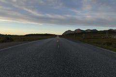 输电线和路 免版税库存图片